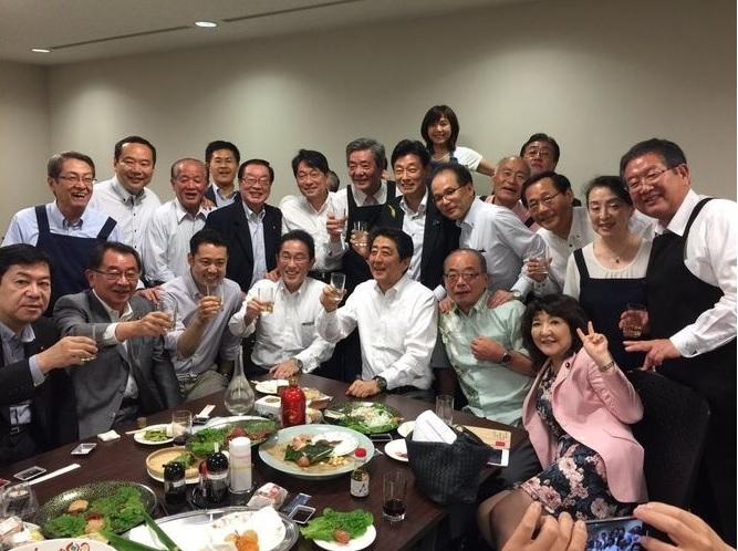 2018年西日本豪雨の最中、宴会をしていた自民党議員たち