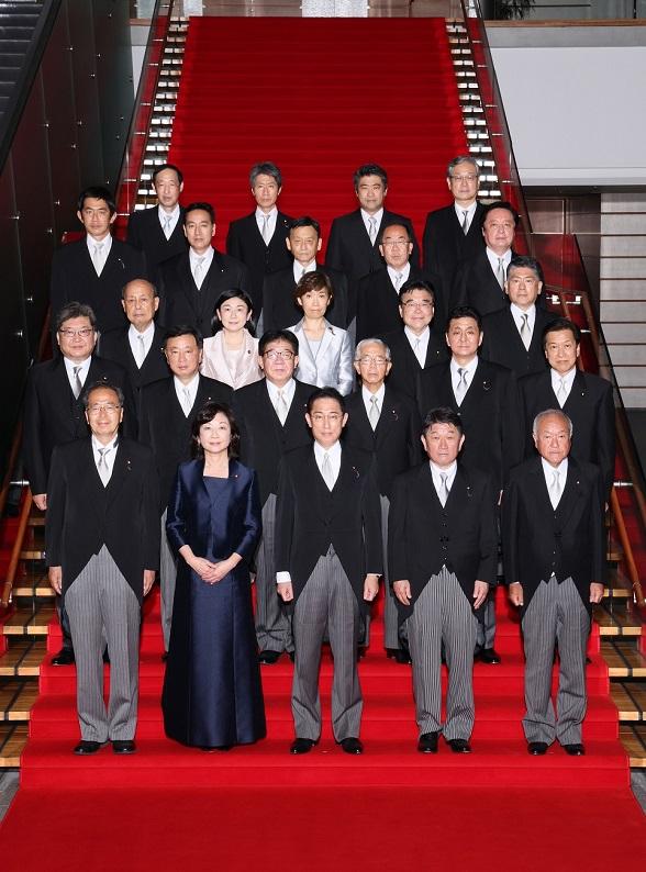第100代岸田文雄内閣総理大臣と閣僚たち
